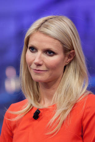 Gwyneth Paltrow Allegedly Cuts Off a School Bus on a Vespa, With Her Kid on the Back (VIDEO)
