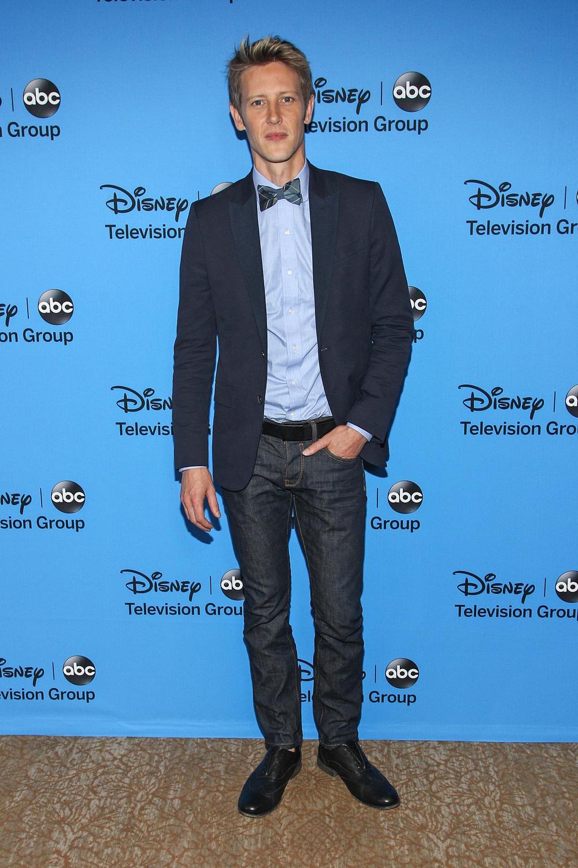 Revenge's Gabriel Mann Praises Former Co-Star Charlie Hunnam For Fifty Shades