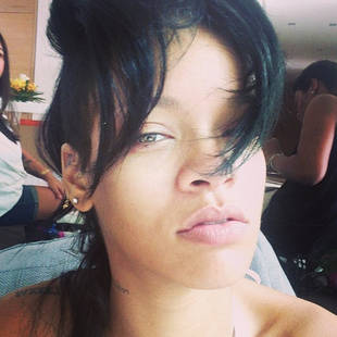 "Rihanna Goes Makeup-Free and Asks ""What Now?"" (PHOTO)"