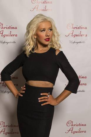Christina Aguilera Shows Off Toned Midriff at Fragrance Event (PHOTO)