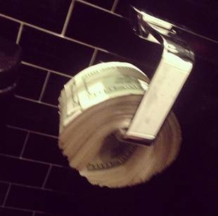 Scott Disick: I Use $100 Bills as Toilet Paper (PHOTO)