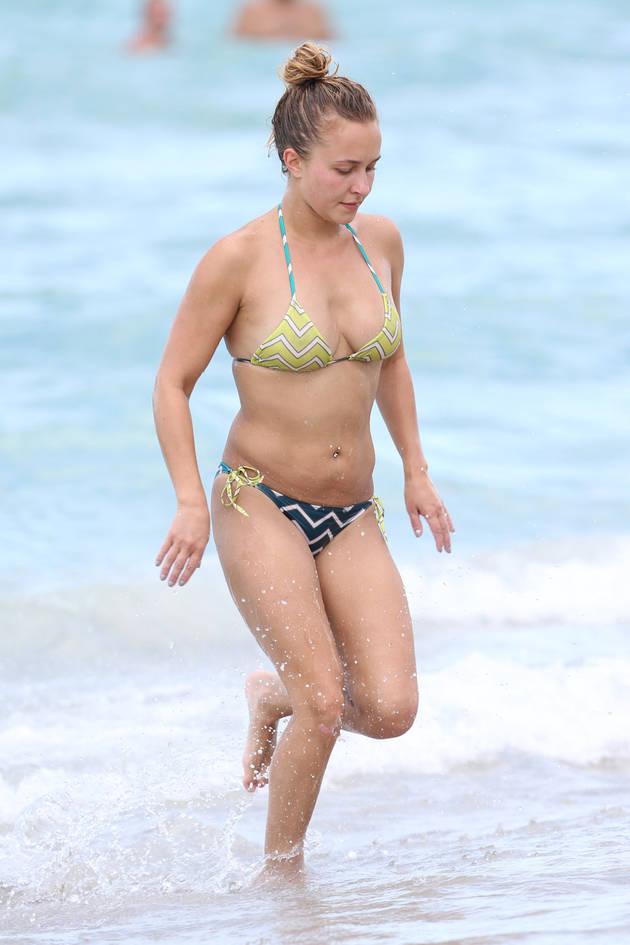 Hayden Panettiere in a Bikini: See Her Partially-Removed Tattoo (PHOTOS)