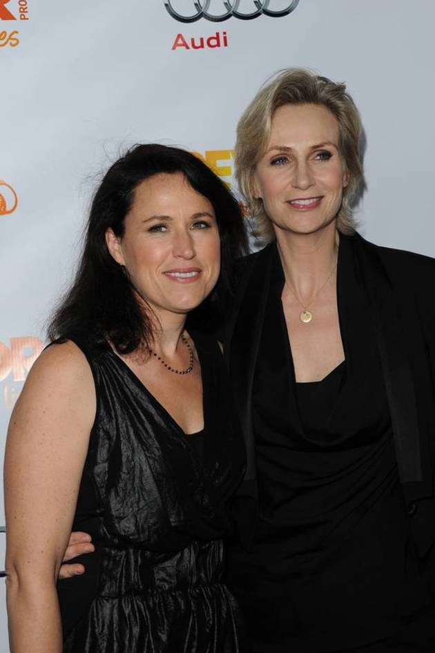 Jane Lynch Divorce: Ex Wife Wants $93,809 a Month in Spousal Support!