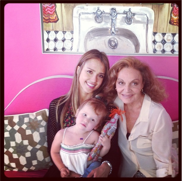 Jessica Alba and Daughter Haven Hang Out With Diane von Furstenberg (PHOTO)