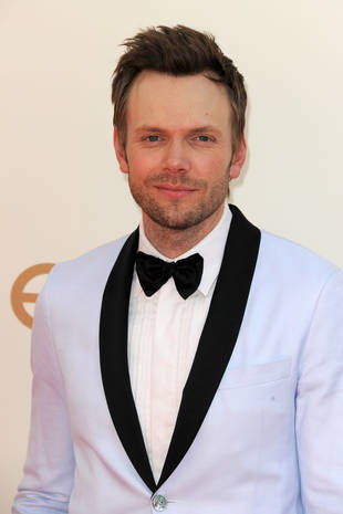 "Joel McHale Bashes Justin Bieber's Recent Pranks: ""He's a F—king Idiot"" (VIDEO)"