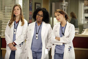 Grey's Anatomy Spoilers: A Doctor Wows Female Interns in Episode 17