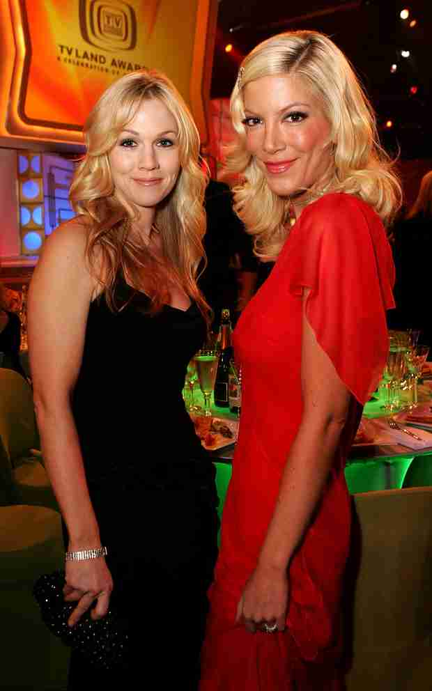 "Tori Spelling and Jennie Garth's ABC Family Comedy ""Mystery Girls"" Greenlit"