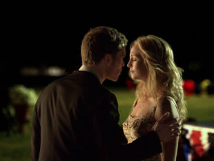"""Vampire Diaries 100th Episode Spoiler: """"Relationship Moves"""" Will Blow Your Mind"""
