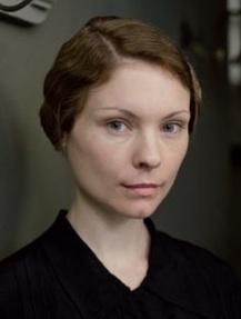 Downton Abbey Season 4 Spoilers: Who Is Edna Braithwaite?