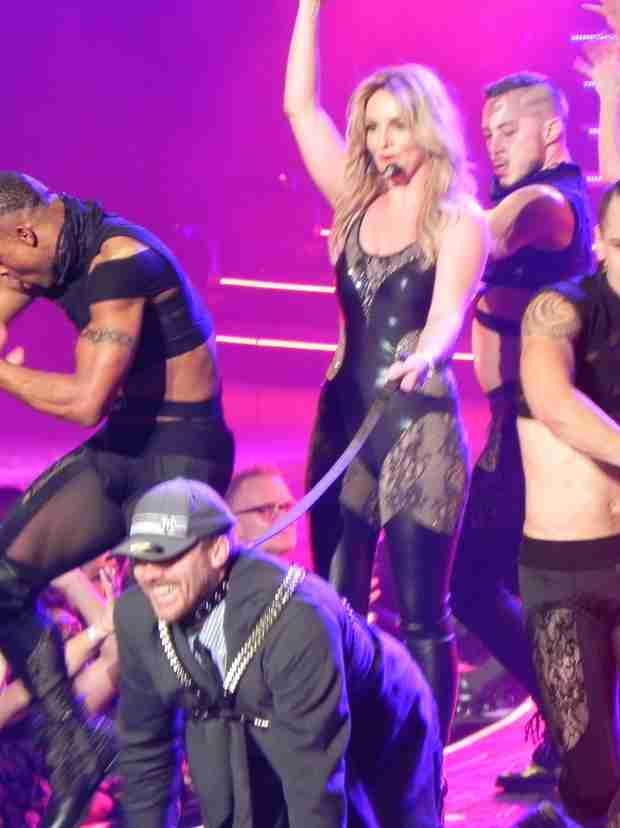 Britney Spears Keeps David Lucado on a Leash in Vegas Show — Quality Bondage! (PHOTO)