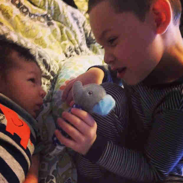 Aww! Kailyn Lowry's Son Isaac Plays With New Little Brother Lincoln (PHOTO)