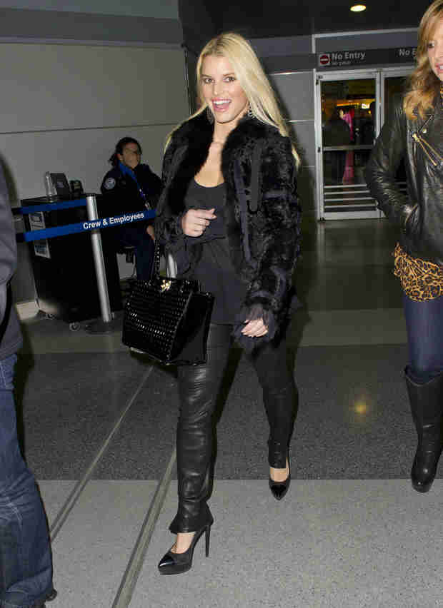 Jessica Simpson Flaunts Post-Baby Body in Tight Leather Pants (PHOTO)