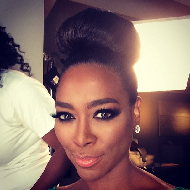 Kenya Moore Sports a Bun in Flawless New Look! (PHOTO)