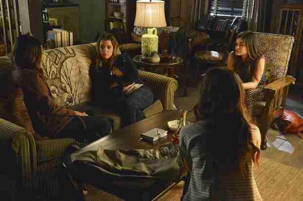 "Pretty Little Liars Recap: Season 4, Episode 15, ""Love ShAck, Baby!"" — Who's at the Cabin?"