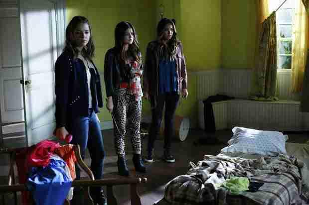 """Pretty Little Liars Season 4, Episode 16: """"A"""" Has Ali in """"Close Encounters"""" (VIDEO)"""