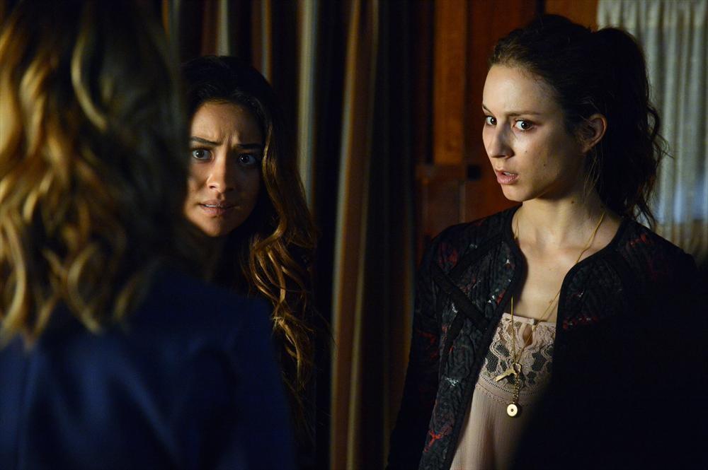 Pretty Little Liars Recap: Season 4, Episode 17 — Ezra Is Board Shorts?