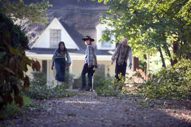 "The Walking Dead Season 4: Carl's in Charge in ""Coming-of-Age"" Episode 9, ""After"" (VIDEO)"
