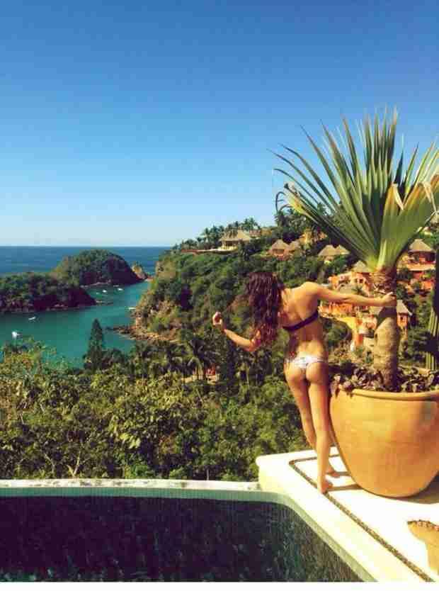 "Lea Michele Rocks Tiny Bikini During ""Amazing Week in Mexico"" For New Year (PHOTO)"