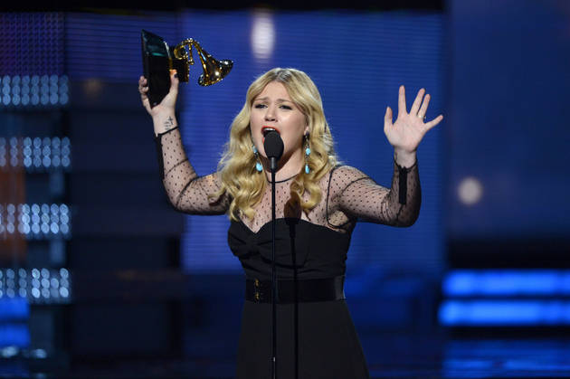 Kelly Clarkson's Grammy Tweets: Jealous of Ciara's Maternity Style, Jared Leto's Hair