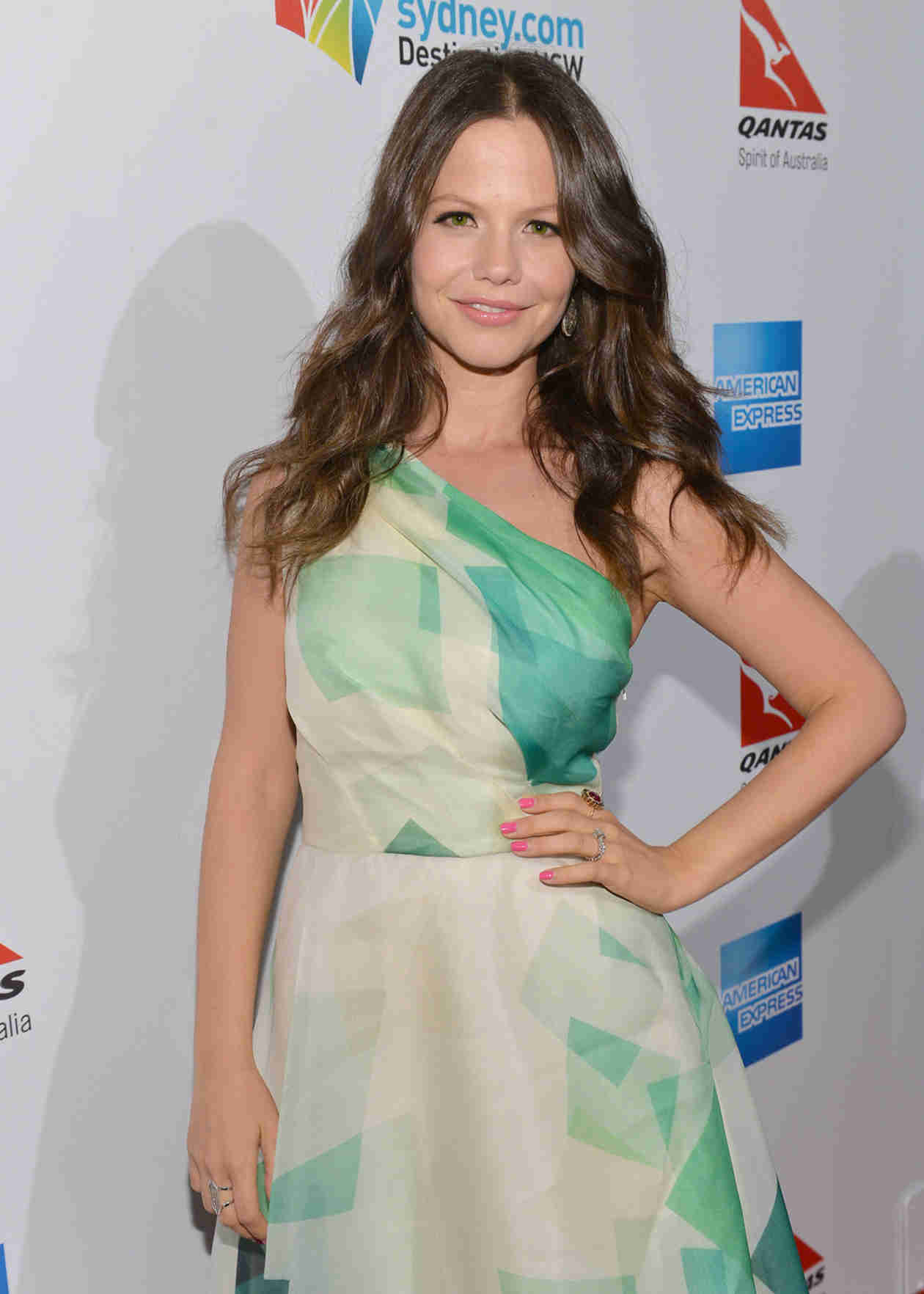 Pretty Little Liars' Tammin Sursok Dances With Her Adorable Baby Phoenix (VIDEO)