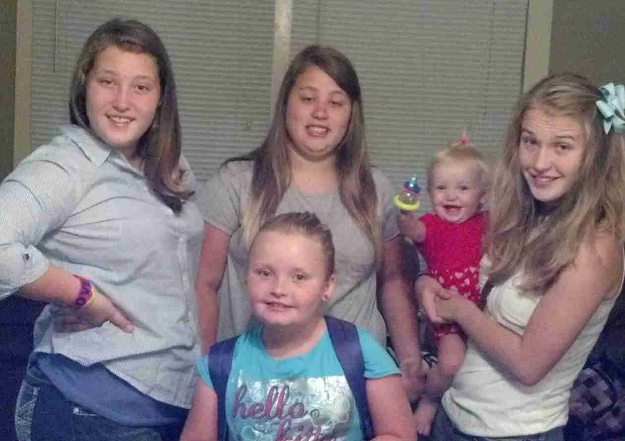 Honey Boo Boo Sneak Peek: Watch Mama June Chaperone Her Daughters' Double Date!