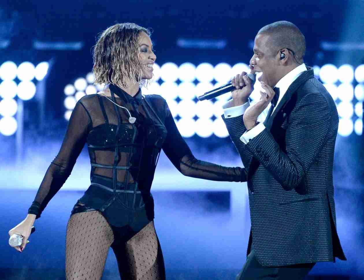 """Beyoncé Grinds on Jay Z During Sexy """"Drunk in Love"""" Performance at 2014 Grammys (VIDEO)"""