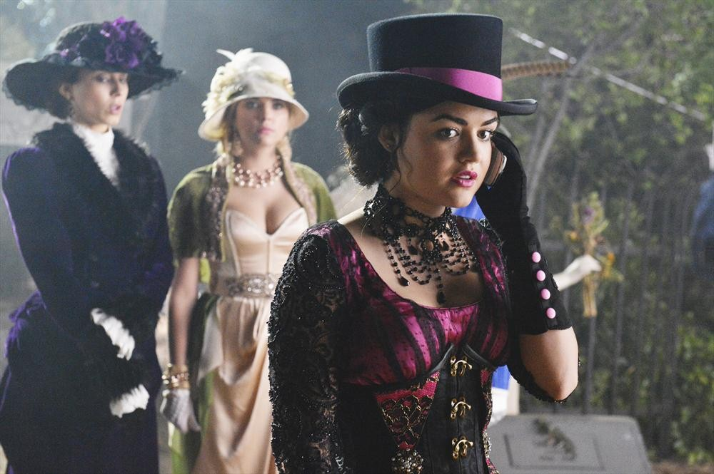 Pretty Little Liars Season 4 Spoilers: Why Is Aria Screaming and Crying?