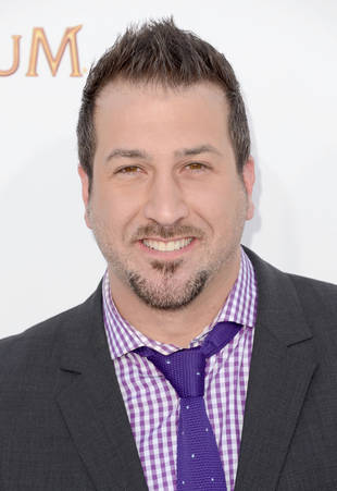 Married Man Joey Fatone Hooks Up With a Hot Blonde in Vegas — Report
