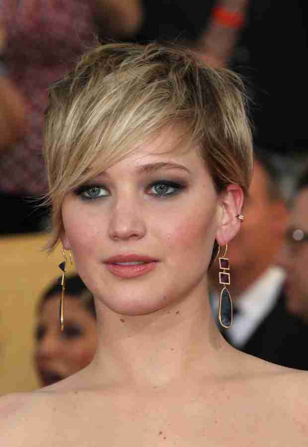 Jennifer Lawrence Offers a Steak Dinner to a Homeless Woman — Report