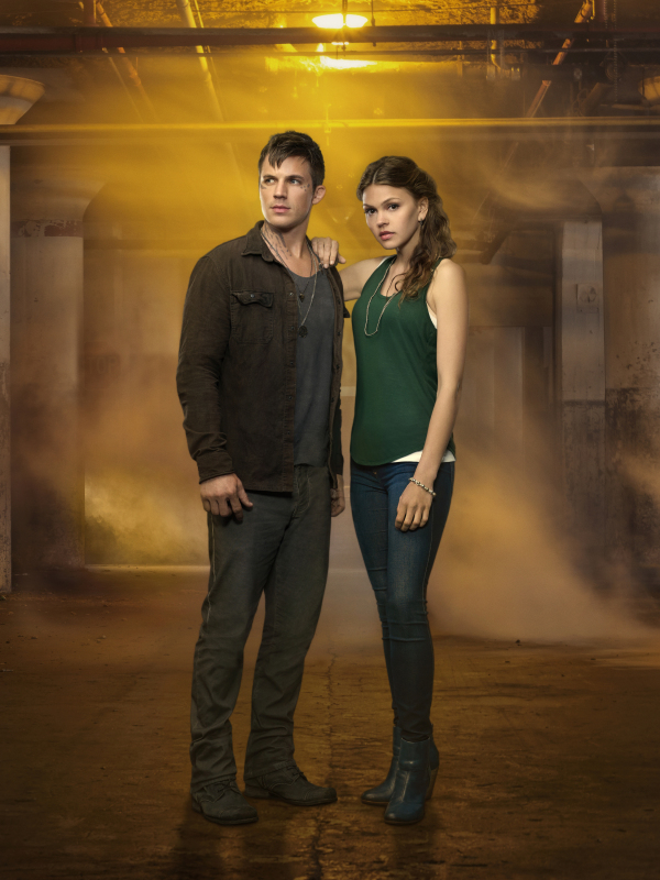 Star-Crossed Review: Are You In Love With The CW's New Sci-Fi Drama?