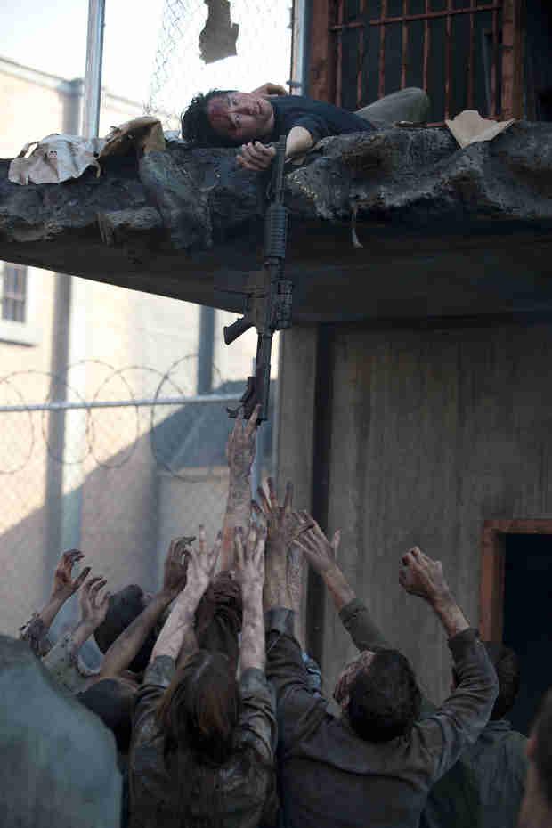 The Walking Dead Season 4: See Glenn Dangle Over the Catwalk Above Walker Pit (VIDEO)