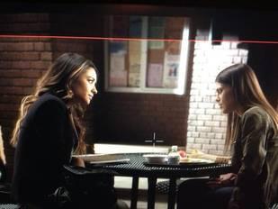 """Pretty Little Liars Recap: Season 4, Episode 21 — """"She's Come Undone"""""""