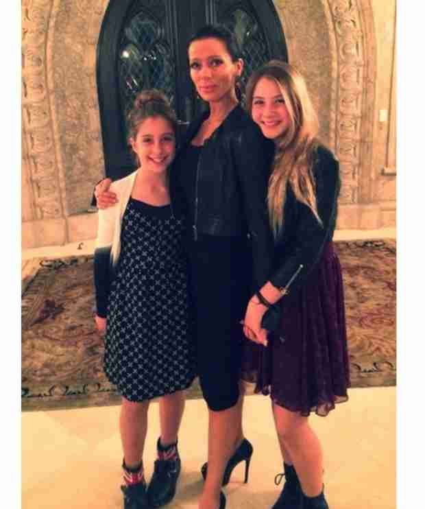 """Carlton Gebbia Shares """"Dinner Date"""" Pic With Her Daughters (PHOTO)"""