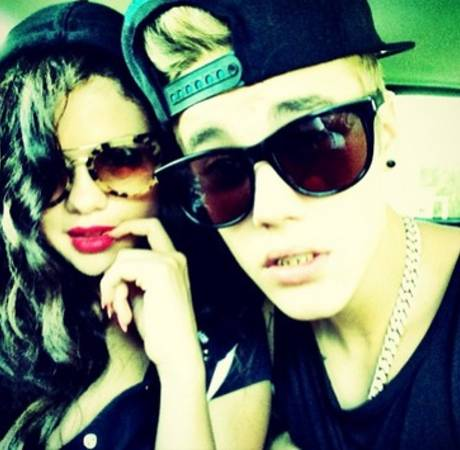 Selena Gomez Wears Justin Bieber's Shirt — Are They Back Together? Report