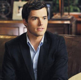 Pretty Little Liars Sneak Peek: What Does Ezra's Journal Reveal?
