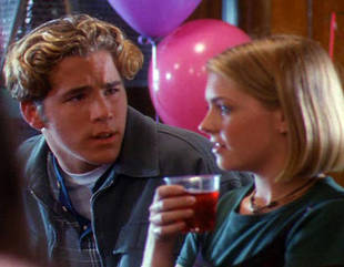 "Melissa Joan Hart Dishes on Making Out ""All Night"" With Ryan Reynolds"