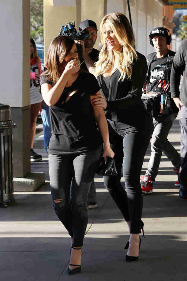 Kim Kardashian and Khloe Are Bringing Sexy Black in L.A. (PHOTO)