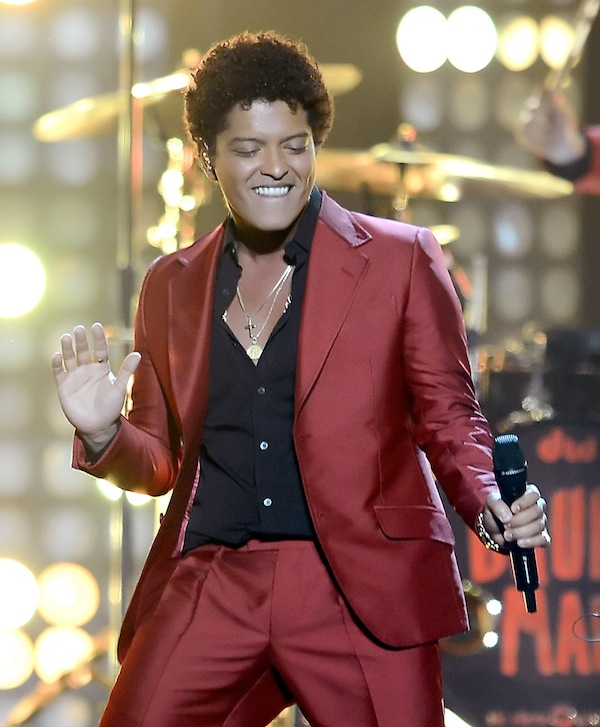 Bruno Mars's Super Bowl 2014 Halftime Show: Watch the Performances (VIDEOS)