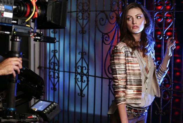 Originals Star Phoebe Tonkin Shows Hayley's Baby Bump and Teases Another Ball (PHOTO)