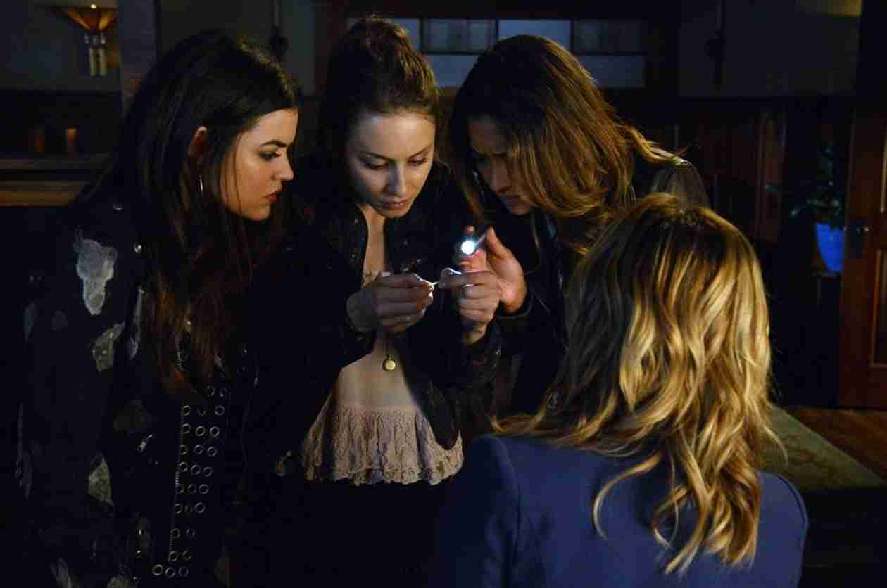 Pretty Little Liars Burning Question: Who's Been Taking Photos of the Liars?