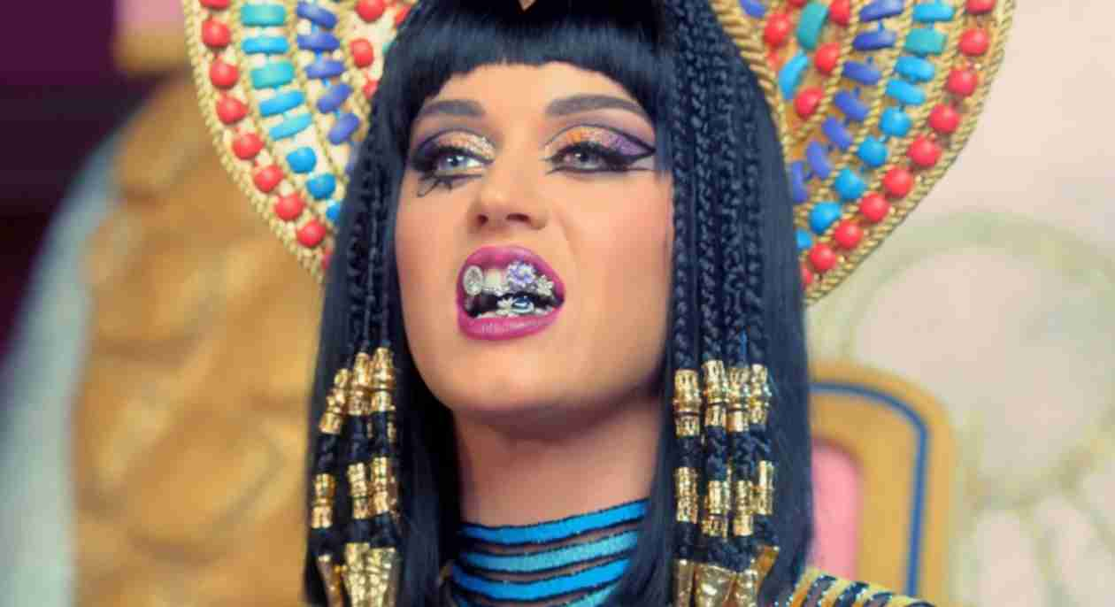 "Katy Perry Drops ""Dark Horse"" Music Video: Katy-Patra Can't Get No Satisfaction"