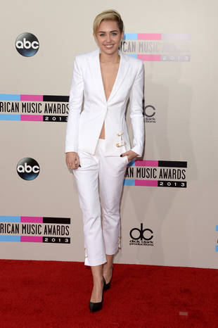 Miley Cyrus Jokes About Liam Hemsworth Engagement at Her Concert (VIDEO)