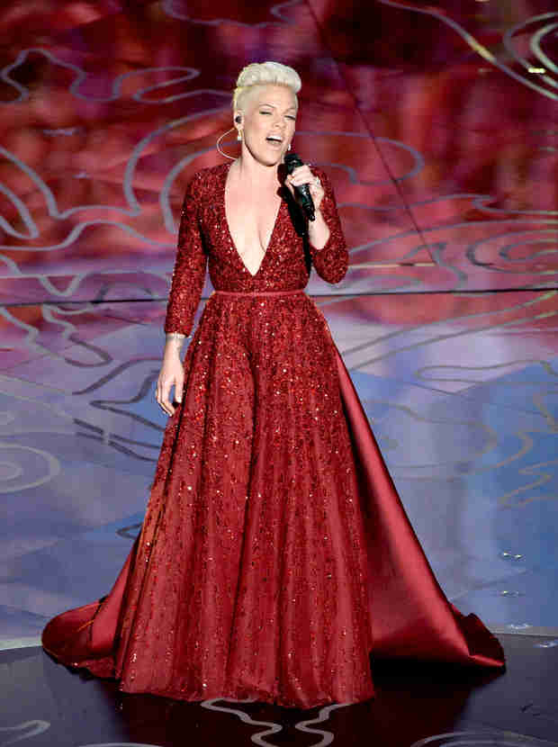 "Pink Slams Website for Saying Kate Hudson ""Looked Old"" at the Oscars"