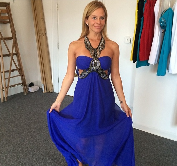 Dina Manzo Shows Off Summer Style in Revealing Blue Dress (PHOTO)