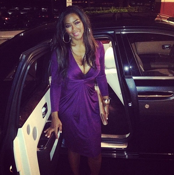 "Kenya Moore Throws Shade at a ""Certain Actress"" for Her Plastic Surgery at the Oscars"