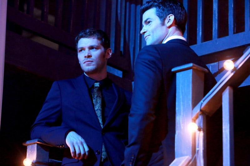 "The Originals Spoilers: ""Filming a Scene With a Coffin"" — Does Klaus Stake Elijah?"