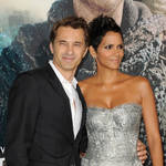 "Halle Berry and Olivier Martinez ""Living Separate Lives"" — Report (VIDEO)"