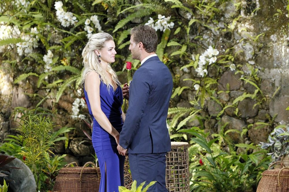 Should Nikki Ferrell Have Accepted Juan Pablo's Rose — But Not a Ring?