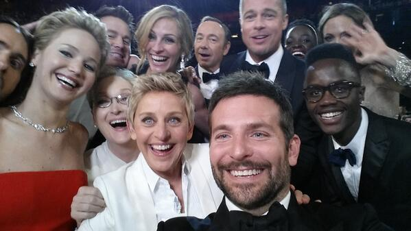 """Jennifer Lawrence on All-Star Oscars Selfie: """"One of Us Should Have Flashed a Boob!"""" (VIDEO)"""