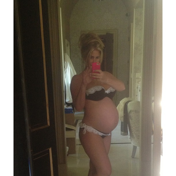 Kim Zolciak Shows Off Super Toned Tummy Post-Babies — Whoa! (VIDEO)